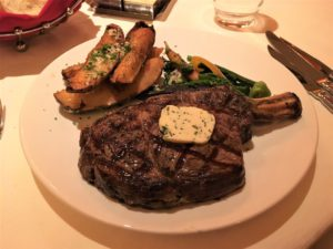 肉好きが通うステーキハウス!The Steakhouse at Western Village